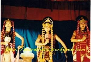 Ika, Nana ,Teh Dila dalam Topeng 3 watak